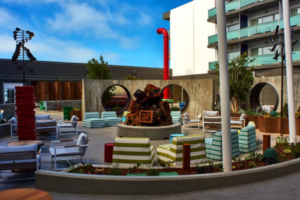 Hotel Zephyr – Courtyard
